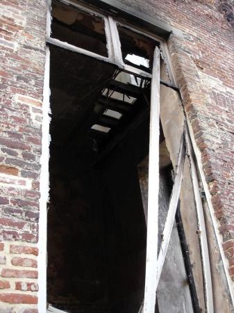 Eerste raam in oostgevel Nieuw Abtskwartier