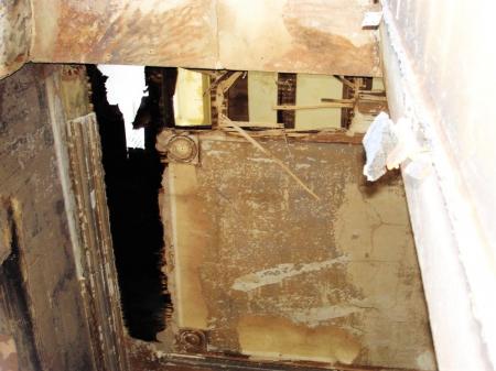 Plafond boven brandhaard kamer links van de ingang